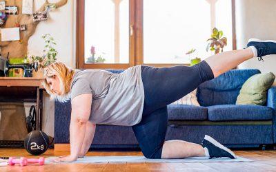 Cómo obtener un entrenamiento de entrenamiento de fuerza de cuerpo completo en casa